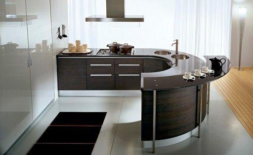 Полуостров для кухни впечатляет функциональностью и плавным силуэтом Найдено на сайте kitchenguide.ru