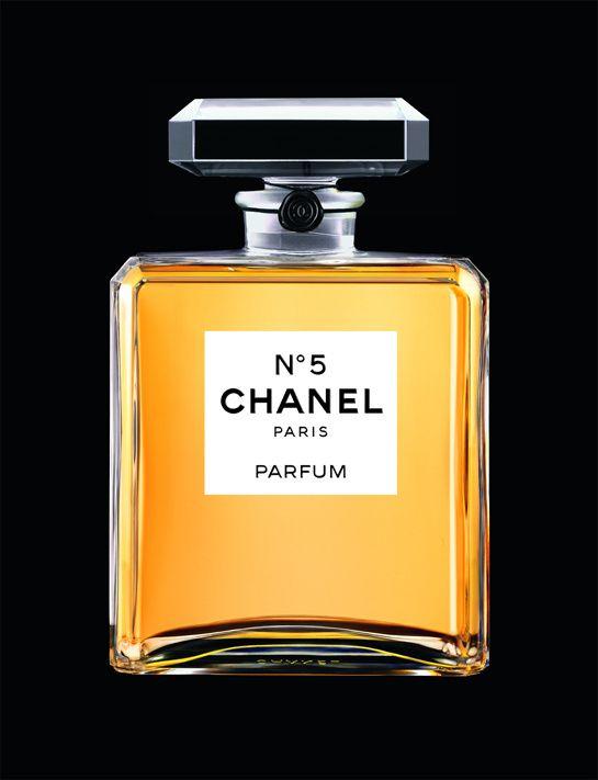 Exposition N°5 Culture Chanel http://www.vogue.fr/beaute/buzz-du-jour/diaporama/expo-chanel-palais-de-tokyo/12598#!4