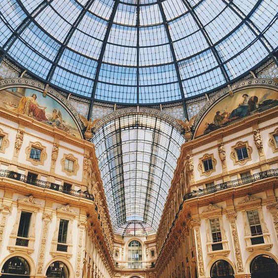 To encantada com cada detalhe da arquitetura de Milão  Galleria Vittorio Emanuele  by tacielealcolea