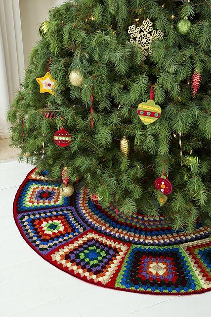 Ravelry: Granny Tree Skirt pattern by Ann Regis. Free pattern from Red Heart.