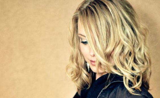 Cabelos ondulados: penteados, cuidados e tratamentos para suas ondas - Dicas de Mulher