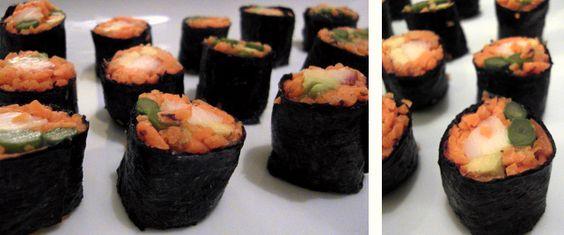 Low-Carb Sushi gefüllt mit Avocado, grünem Spargel und Räucherforelle