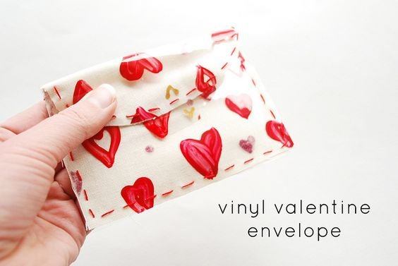 DIY: vinyl painted reusable envelope