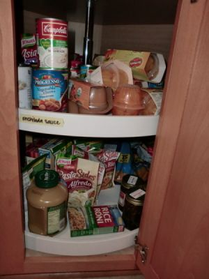 Organizing a lazy susan cabinet pictures of lazy susan and tips - How to organize a lazy susan cabinet ...
