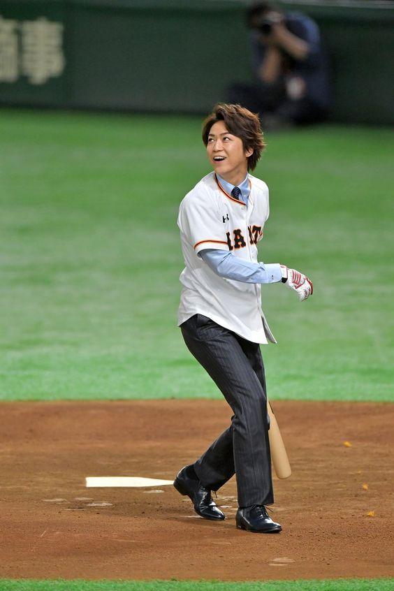 亀梨和也の打球を見る