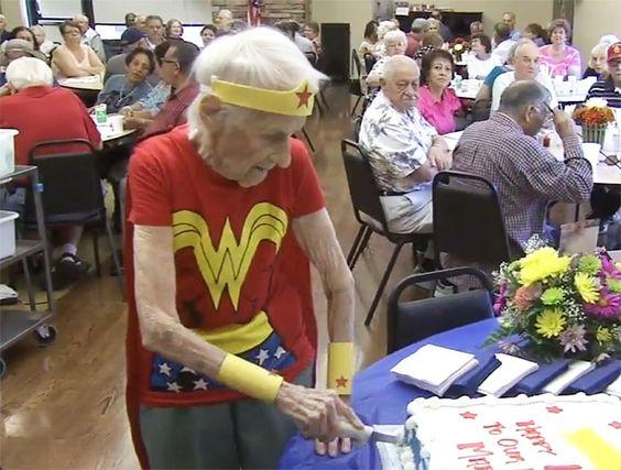 103-Year-Old Celebrates Birthday By Dressing Up As Wonder Woman And Volunteering At Senior Center   Bored Panda