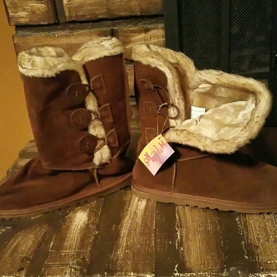 Cyber monday....Hot cakes brown soft leather boots Warm and fuzzy in the inside, never been warn, tags still attached. Cute for the winter, 3 buttons on the outer side of each shoe. Fit small. hot cakes Shoes