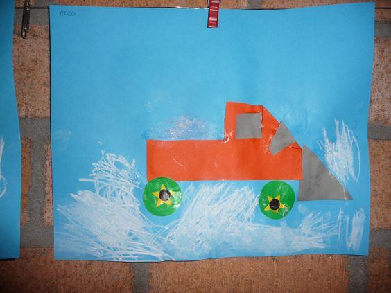Map juf Ineke: winter. De kinderen vouwen en knippen de auto van de helft van zestien vierkantjes. Plakken er wielen onder en de sneeuwschuiver ervoor. In de wagen wordt echt grof zout geplakt. Verder tekenen ze sneeuw met wasco.