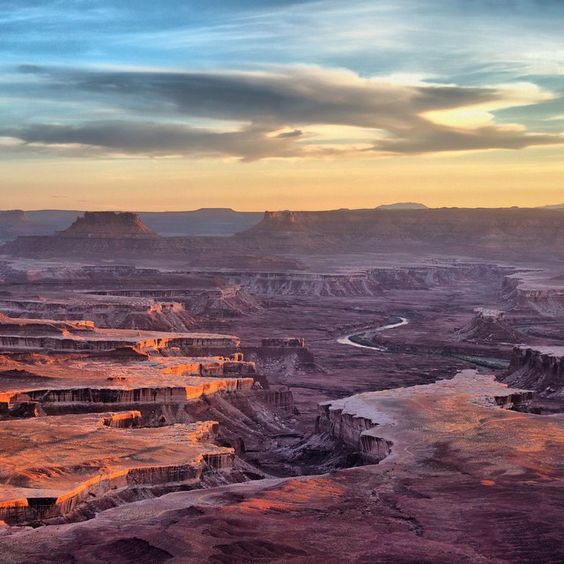 """The Island in the Sky mesa -- at Canyonlands #NationalPark in #Utah -- rests on sheer sandstone cliffs over 1,000 feet above the surrounding terrain.…"""