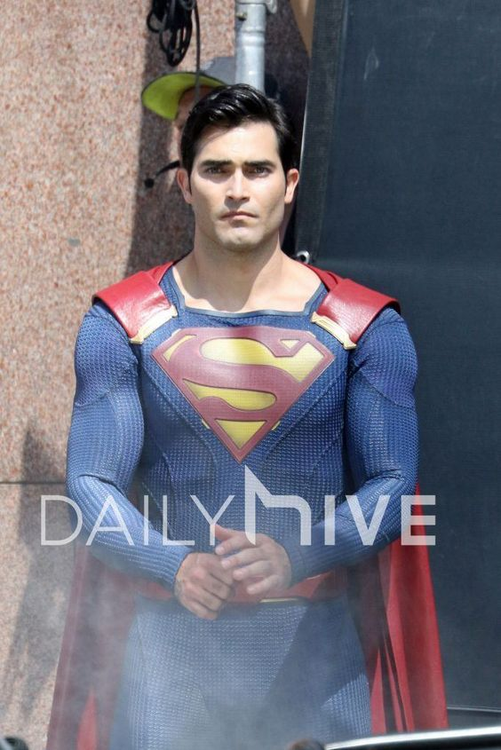 July 29 2016: More Superman Photos from Supergirl Set