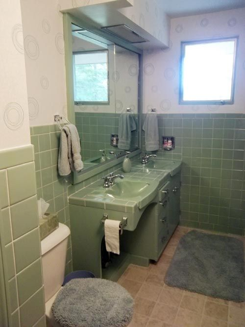 How To Decorate A Vintage Green Bathroom
