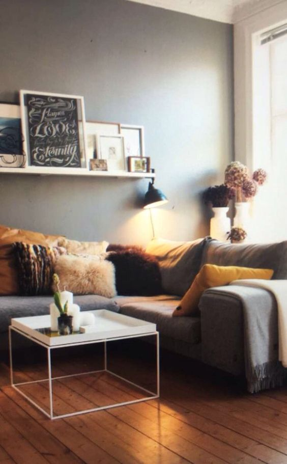 Love the gray wall , the decorations ❤️❤️