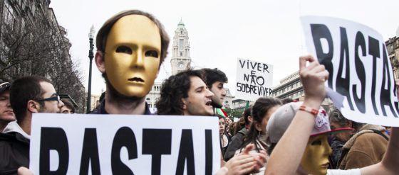 El frente antitroika crece en Portugal
