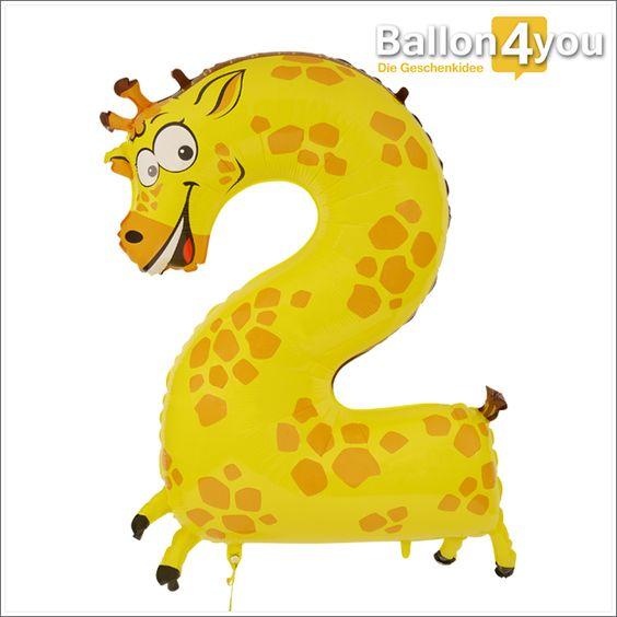 Zahlenballon Giraffe 2  Wer macht denn da so einen langen Hals? Vermutlich ein Kind welches seinen 2. Geburtstag feiert. Und diese Giraffe in Form eines Folienballons will unbedingt mit anwesend sein. Sie streckt sich nach dem leckeren Geburtstagskuchen aus. Dieser Zahlenballon eignet sich auch für Personen die ihren 12. oder 20. Geburtstag feiern wollen. Andere Zahlenballons finden Sie ebenfalls bei uns.