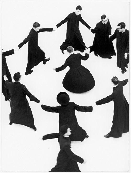 強烈なコントラストで本質に迫る、イタリアの鬼才マリオ・ジャコメッリ写真展開催 - 写真1 | ファッションニュース - ファッションプレス