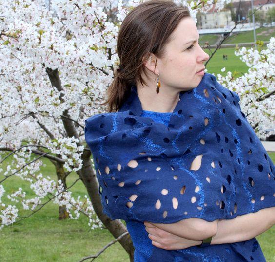 Filzschals - Filzschal blau, Schal Versandbereit - ein Designerstück von ViktorijaFilz bei DaWanda