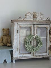 Brocante Take a plain cupboard and add fancy moulding on top?