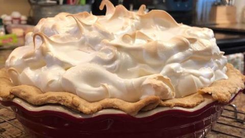 Lemon Meringue Pie Food Recipes In 2020 Meringue Pie Lemon Meringue Pie Meringue Pie Recipes