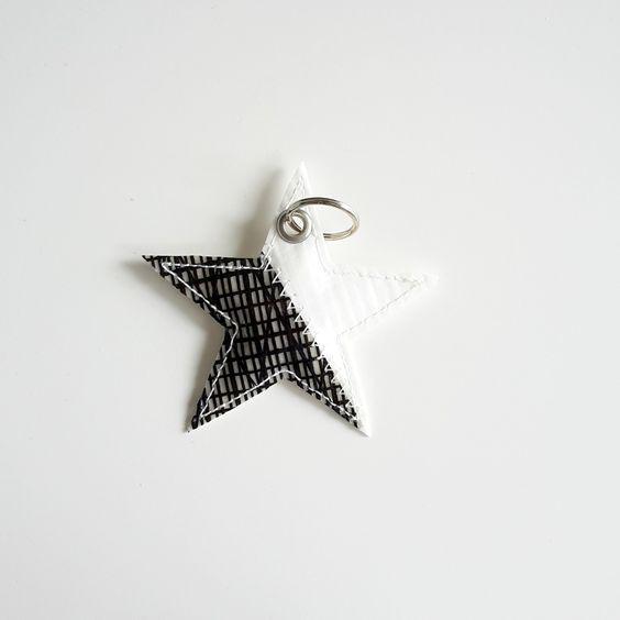 porte-clés étoile en voile de bateau recyclée blanche et noire : Porte clés par l-etoile-de-mer