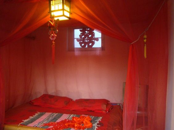 Chinese wedding beds tradition wedding bed in chinese for Chinese house feng shui