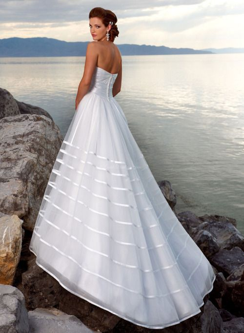 A-ligne de balayage train princesse longue en organza manches robe de mariée