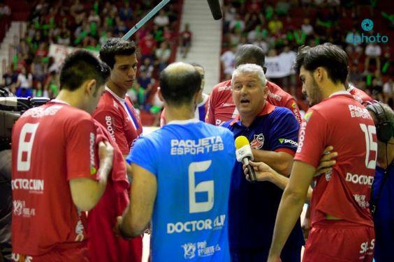 SUPER VÔLEI RS: Paulo Roese está preocupado com desempenho do time...