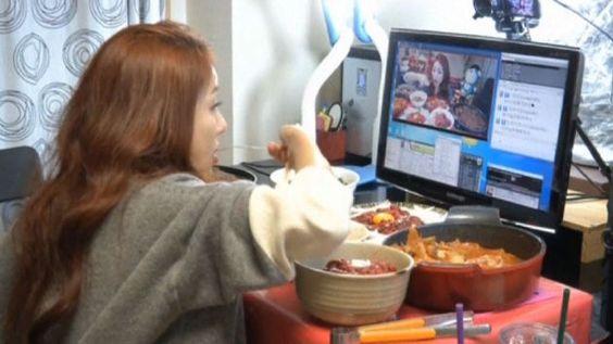 Corea del Sur: Ciudadanos pagan por ver comer a otras personas