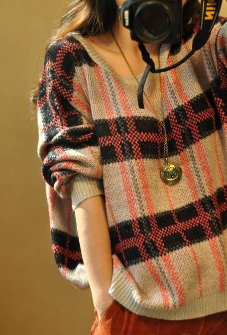 Gaya Pakaian gadis menggunakan sweater