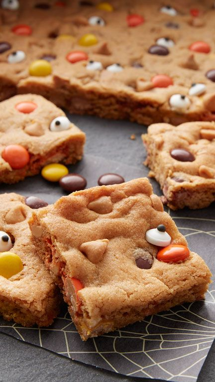 Delight your little ghosts and goblins with this easy peanut butter cookie bar…