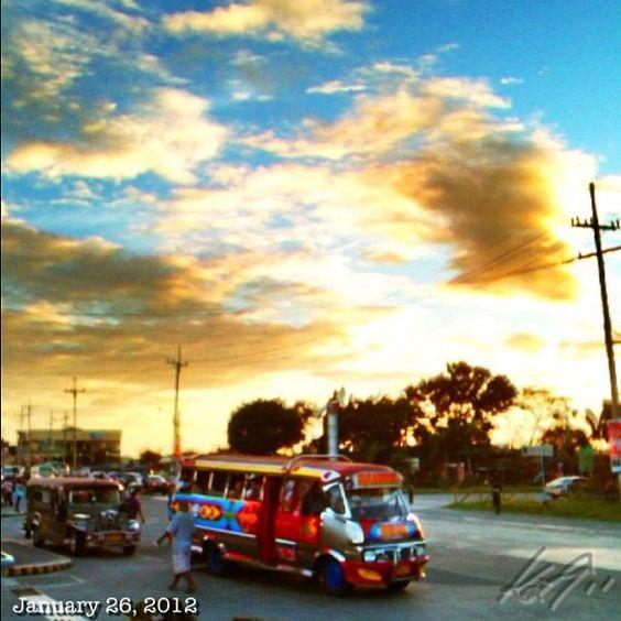 夕焼けと #minibus #cloud #sky #philippines #空 #雲