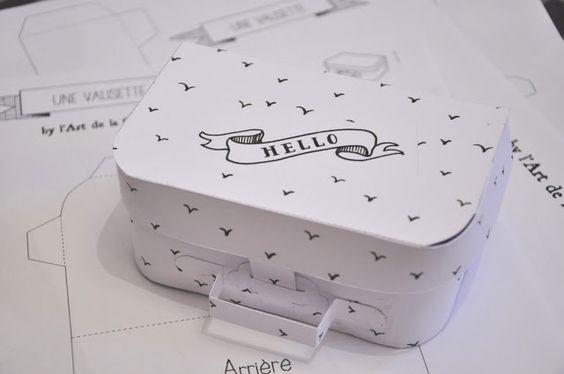 diy une petite valise en papier j 39 adore pour cacher des petits cadeaux noel. Black Bedroom Furniture Sets. Home Design Ideas