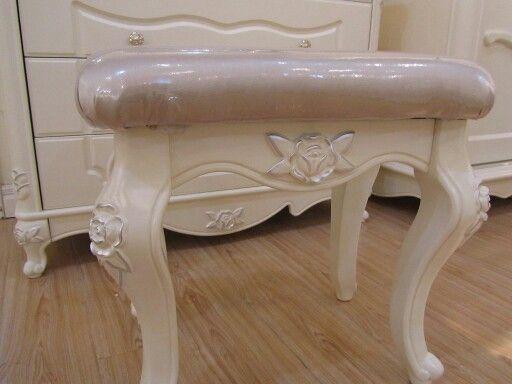 Śliczny stołek do sypialni z serii #Bella 💙 👑
