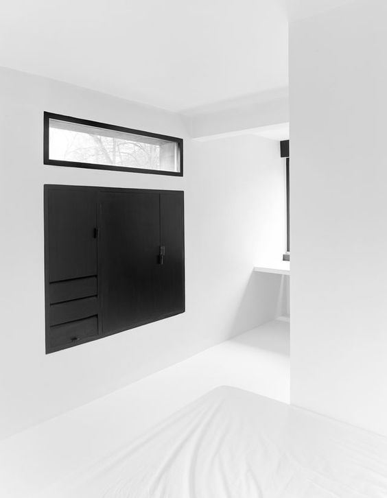 Minimal black & white interior (via Bloglovin.com )
