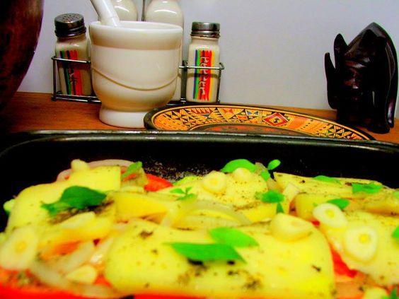 Batatas com manjericão e tomates e muito azeite