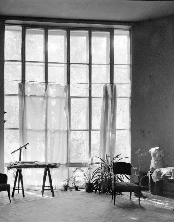 AD Classics: Melnikov House / Konstantin Melnikov. finestre a tutta altezza che sembrano voler cancellare i confini tra interno ed esterno....