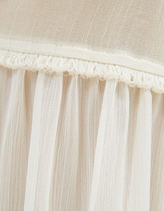 Bestickte Weste mit Zieröffnungen. Entdecken Sie diese und viele andere Kleidungsstücke in Bershka unter neue Produkte jede Woche