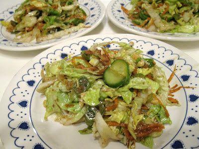 Ma cuisine...sans prétention: Salade avec vinaigrette japonaise au gingembre