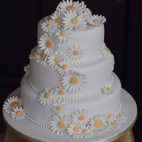 this is really close to our cake, but green with daisies