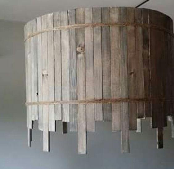 Lampenkap beplakt met verf roerhoutjes. Geschuurd en behandeld