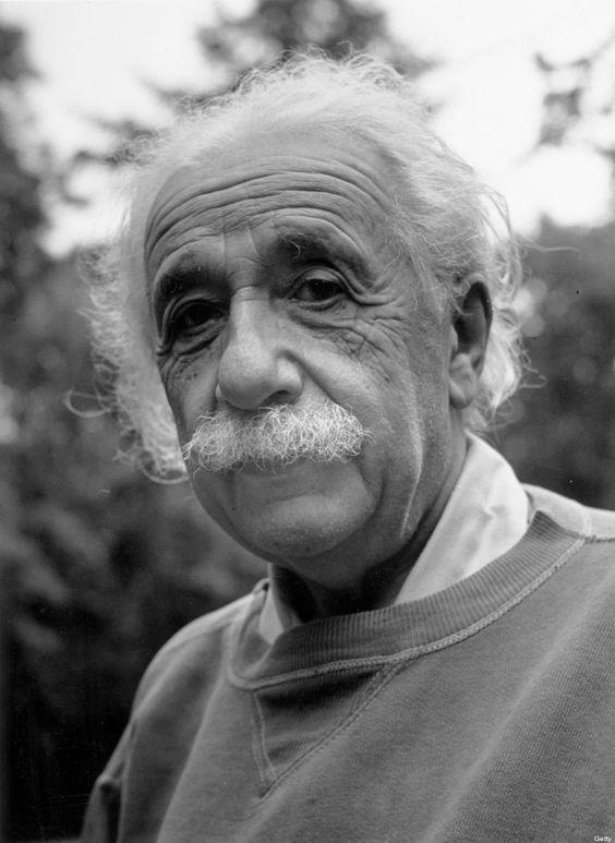 白いひげに白髪のアルベルト・アインシュタインの壁紙・画像