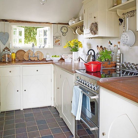 Cottage Style Kitchen Units: Country Cottage Decor Tends