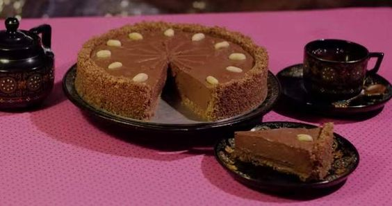Noch nie war Backen so einfach. Dieser Schokoladen-Kuchen ist selbst für völlig talentfreie Tollpatsche ein Kinderspiel. Und das beste? Man brauch für diesen Kuchen nur 5 Zutaten und keinen Ofen! Also los und Ruckzuck ohne Ofen zum perfekten Nutella-Kuchen.   unfassbar.es