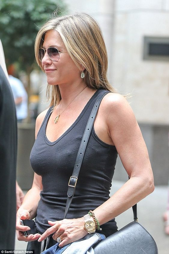 Jennifer Aniston and Justin Theroux hit the shops together ...