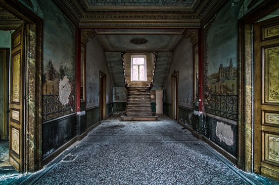Chateau D'ah, a beautiful abandoned home,  by Elwin Borgman on 500px