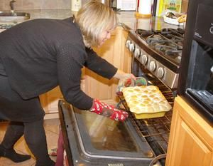Michelle Lanner of Hull removes Aunty Lois's Sweet Potato Pie from the oven. http://www.patriotledger.com/features/x2105836844/Readers-share-their-treasured-holiday-recipes Photo: Gary Higgins/The Patriot Ledger