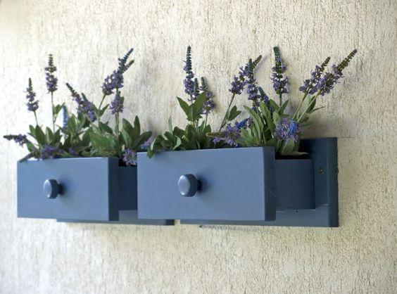riciclo-creativo-mobili-come-trasformare-cassettiera-in-fioriera