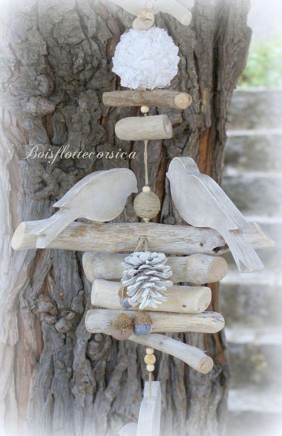 grande guirlande en bois flott et oiseaux en bois