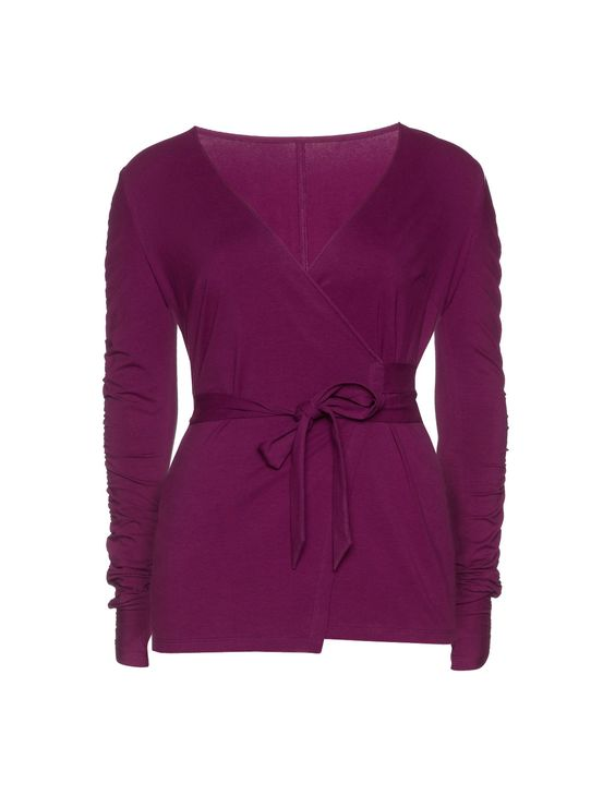 jaqueta de envoltório de bem-estar feita de jersey por Manon Baptiste Loja de agora:  #berry #navabi:
