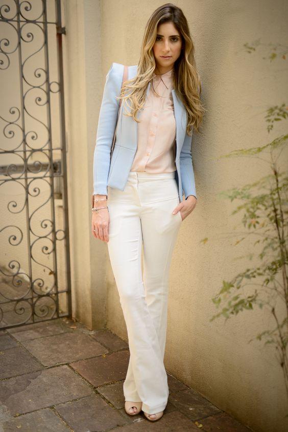 Calça Oslo off white, Feita em tecido jacquar. esse modelo traz uma textura discreta, confortável e  encorpada.