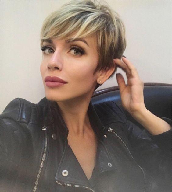 И снова я красивая благодаря @wowlashes_msk  прилетела в город любви!! 🗼🎡 . . #хлопайресницамиивзлетай#наращиваниересницмосква#короткиестрижки#pixiepalooza#shorthair#haircut#style#shorthairlove#blonde#shatush#mylife#love  @pixiepalooza